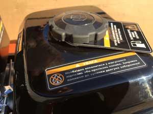 Паливний бак бензинового культиватора Daewoo виконаний з металу